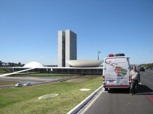 Frente al Palacio del Planalto, sede del Ejecutivo Nacional