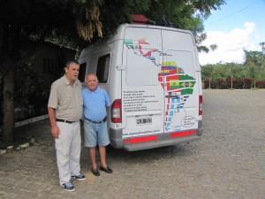 Con Don Chiquinho I, productor, promotor y vendedor de Cachaca artesanal de alta calidad en Viscosa