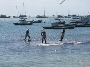 Muy buena escultura de los tres pescadores en Buzios